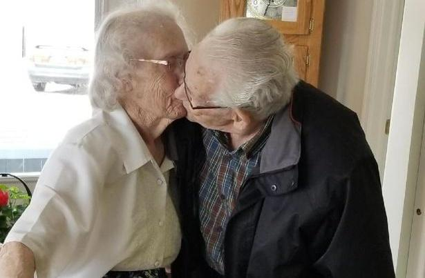 Separated for first time in 73 years before Christmas, a couple is sharing a hearthbreaking kiss