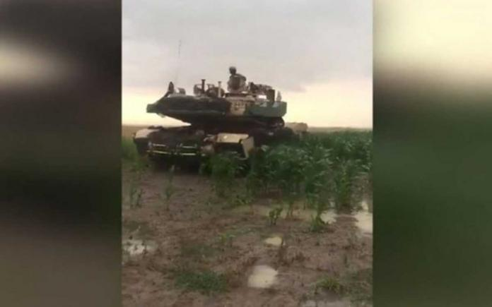 Romanian farmers working on a plot witnessed a real NATO tank invasion, after soldiers have mistaken coordinates- video