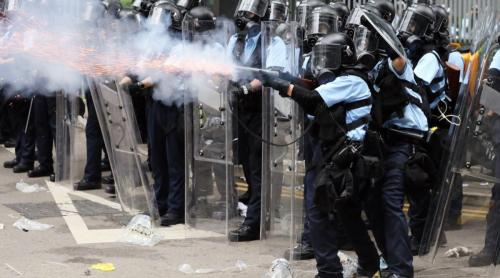 Hong Kong Police tear-gassed themselves because they forgot how downwind works - video